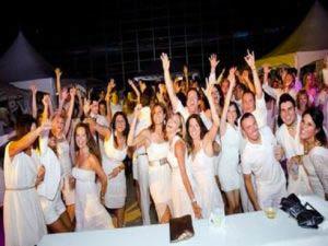Organizzare un white party